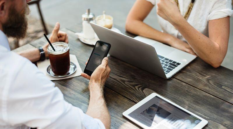 Dikkat! İnternet bağımlılığı ilişkilerinizi bozabilir